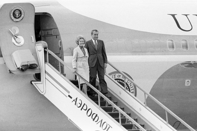 Президент США Ричард Никсон сосвоей супругой Патрицией вовремя прибытия вСССР.