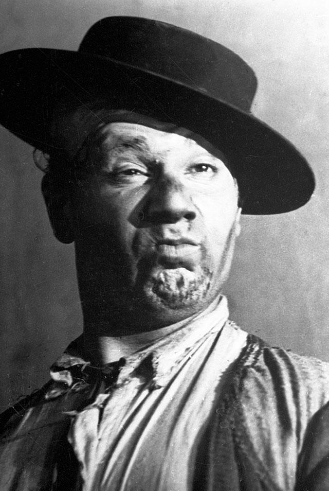 Игорь Ильинский в роли Счастливцева из спектакля «Лес» в постановке Всеволода Мейерхольда. 1924 год.