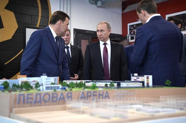 В «Дацюк-Арене» Владимиру Путину показали макет спорткомплекса в микрорайоне «Солнечный».