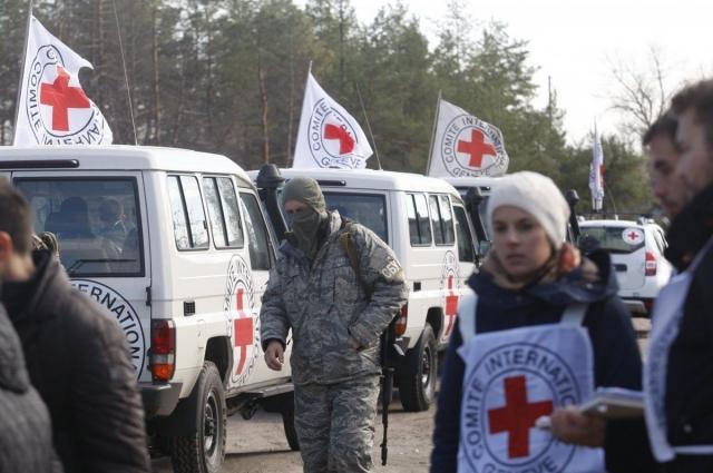 Три грузовика МККК вернулись на свободную территорию