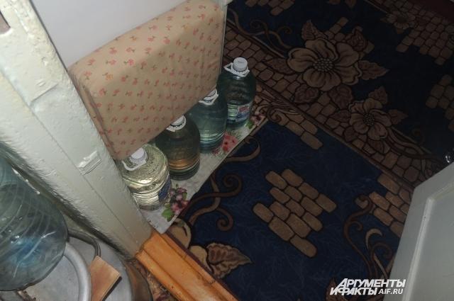 Запасы воды Гучихиных иссякают, а колонка не работает.