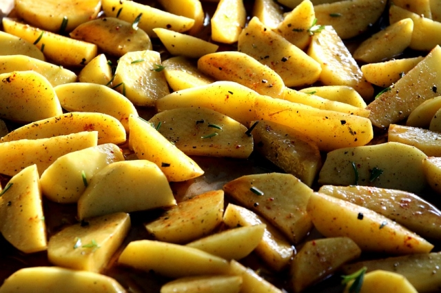 Запеченный в фольге картофель - просто и вкусно!