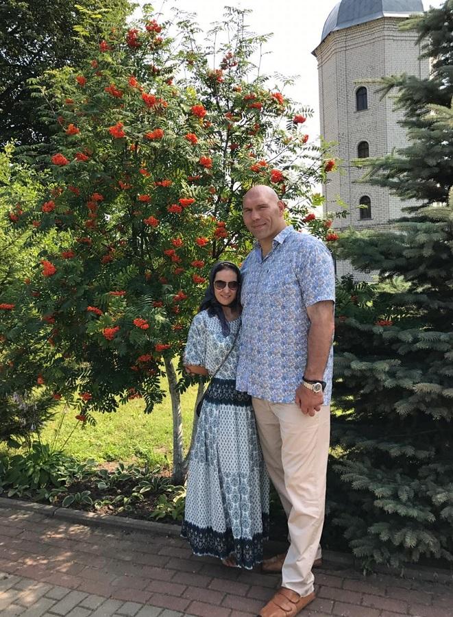 Николай Валуев с женой.