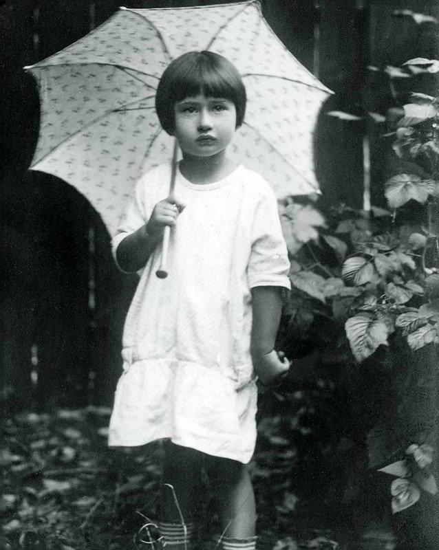 Мура, дочь Корнея Чуковского.