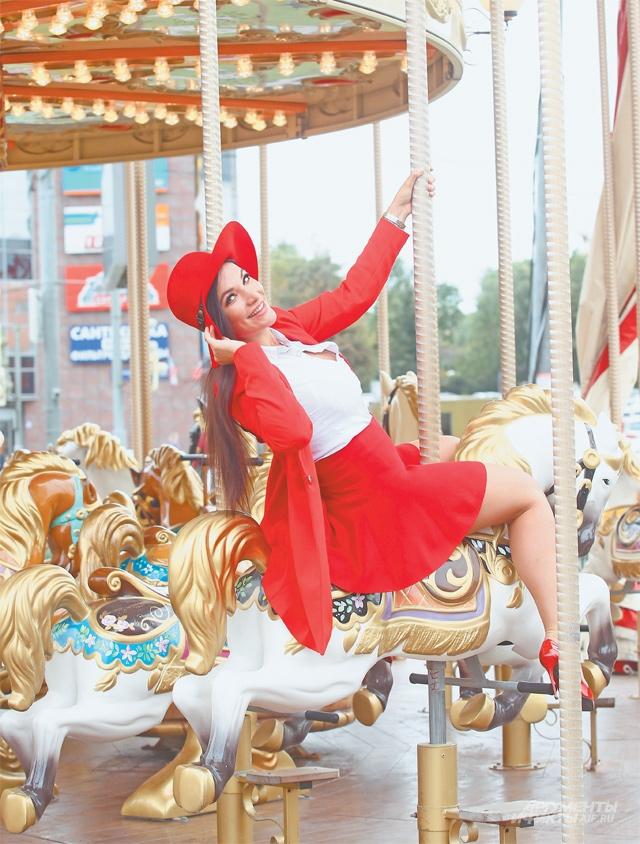 «Бесплатную карусель внашей округе обожают идети, ивзрослые»,– рассказывает олюбимом районе телеведущая ипевица Кира Шайн.