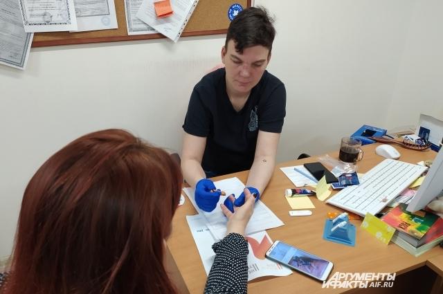 Тестирование на ВИЧ-инфекцию. Мария выступает, в случае необходимости, равным консультантом.