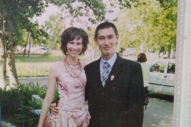 Каир Кожахметов с сестрой.