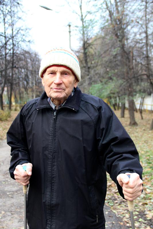 С некоторых пор Павел Герасимов стал горячим поклонником скандинавской ходьбы.