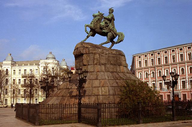 Памятник Богдану Хмельницкому в Киеве.