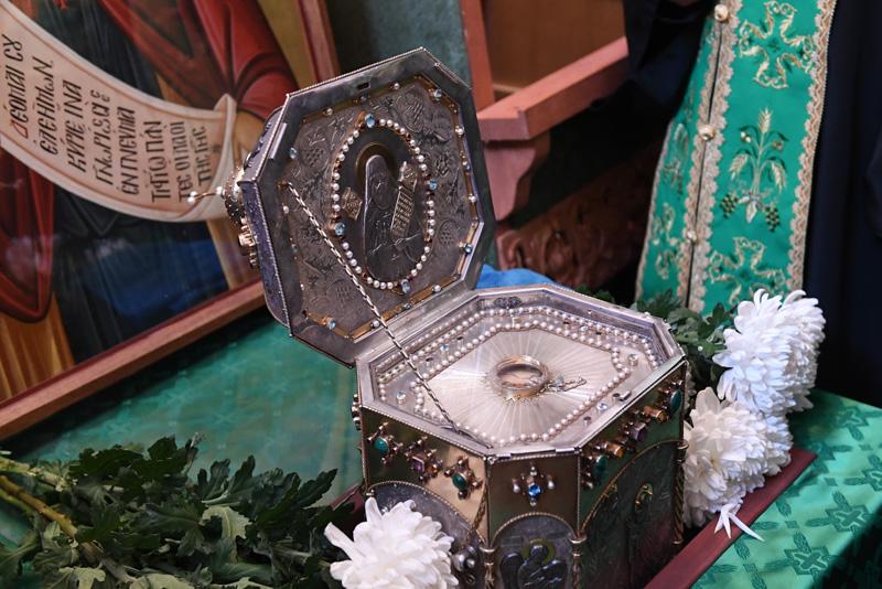 Мощи преподобного Силуана Афонского в храме святого великомученика Никиты на Швивой горке в Москве.