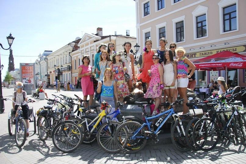 Армия велосипедистов в Казани растет с каждом годом.