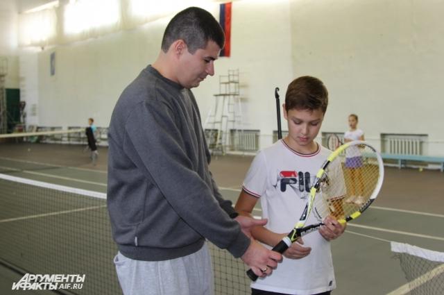 Благодаря украинцу Юрию Писареву, в Красном Сулине развивается новый вид спорта – большой теннис.