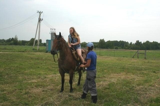 Покататься на лошади для ребенка - огромная радость.