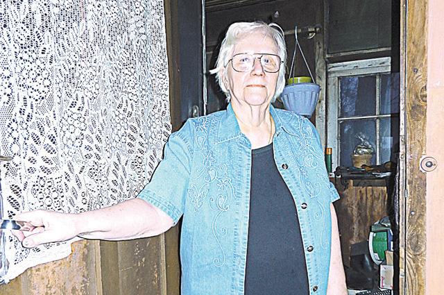 Кира Шустицкая 48 лет живёт в бараке.