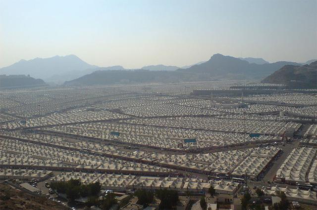 Хадж. Палаточный городок паломников в долине Мина рядом с Меккой