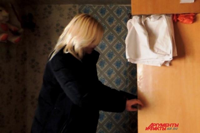 Из шкафов исчезла детская одежда.