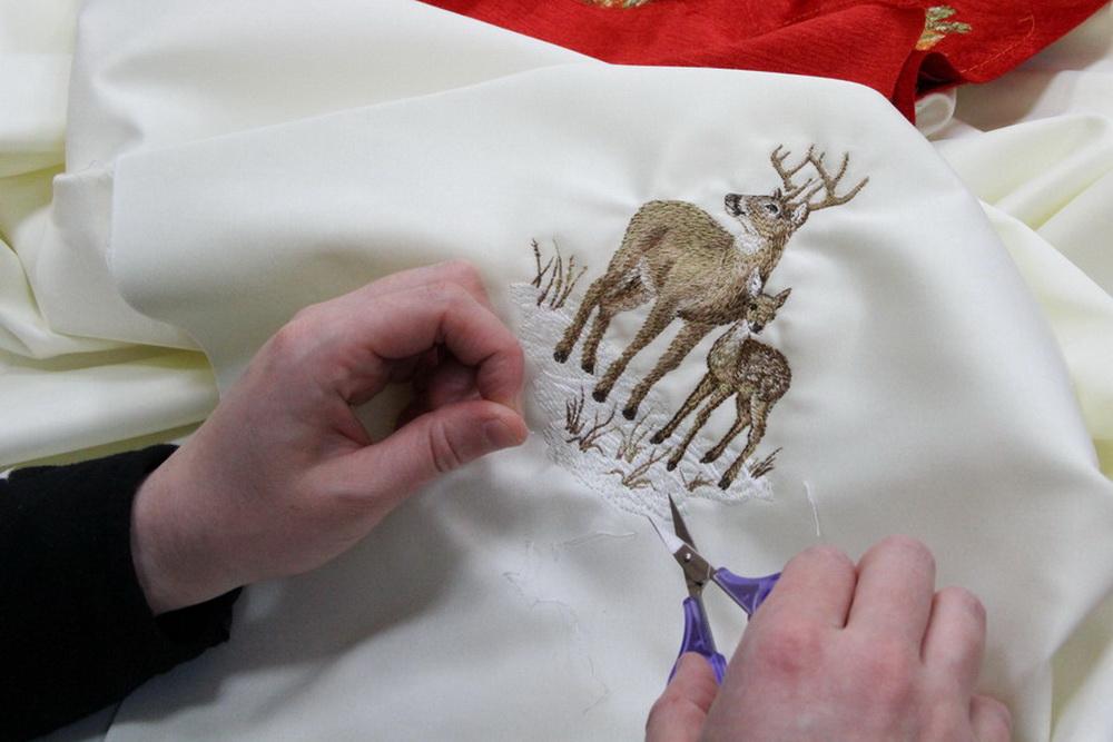 Иконописцы и вышивальщицы обители приготовили рождественские подарки.