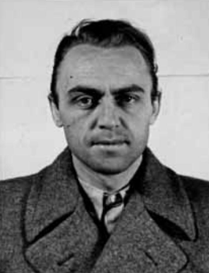 Альфред Найуокс.