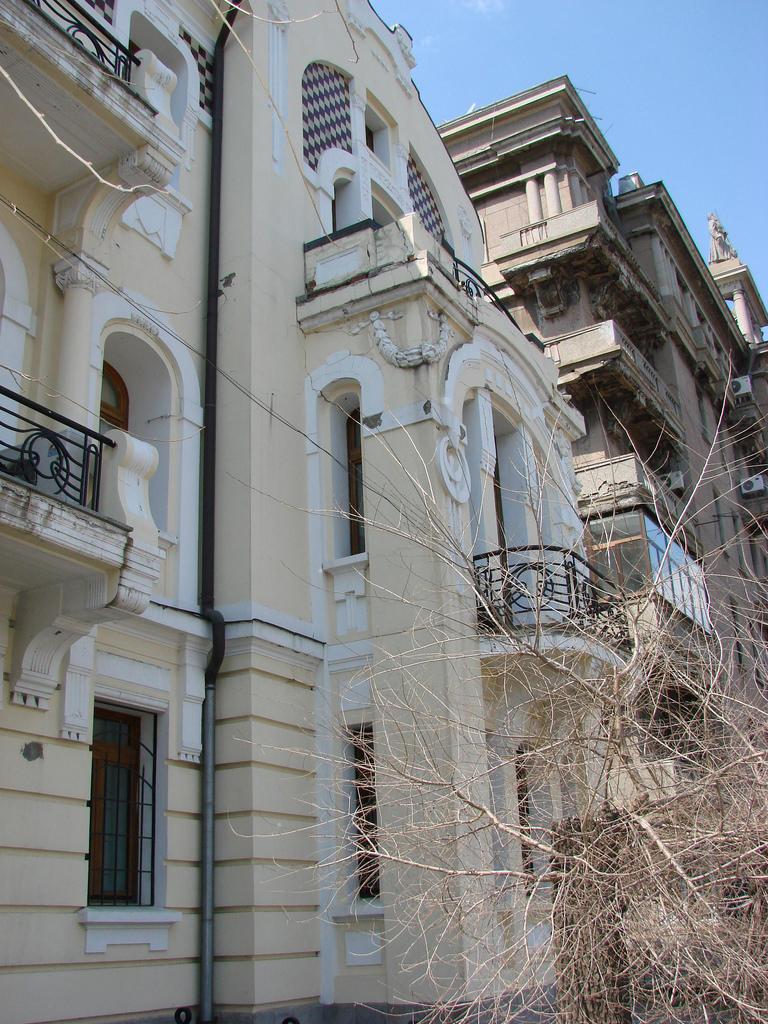 Дом во Владивостоке, где родился Юл Бриннер (ул. Алеутская, 15)