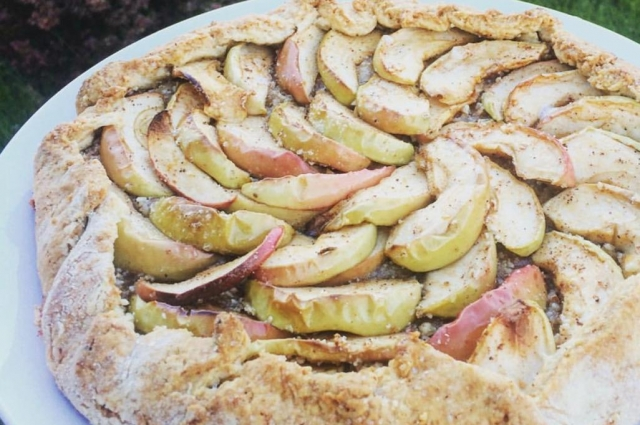 Полбяной пирог с яблоками.