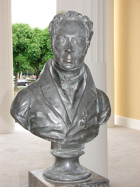 Бюст Карла Ивановича Росси в павильоне Росси в Михайловском саду