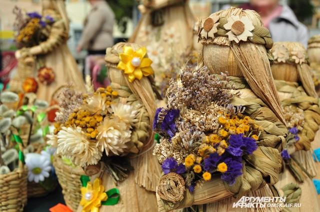 На Егорьевской ярмарке можно приобрести красивый сувенир ручной работы.