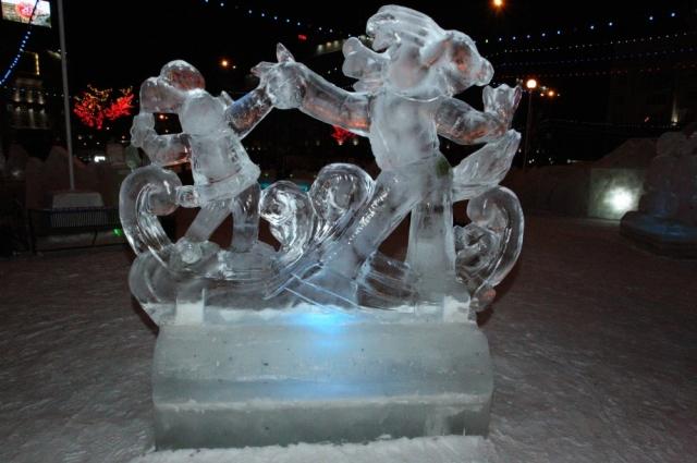 Если совсем нет желания выезжать за пределы города, тогда можно посетить новогодний ледовый городок.