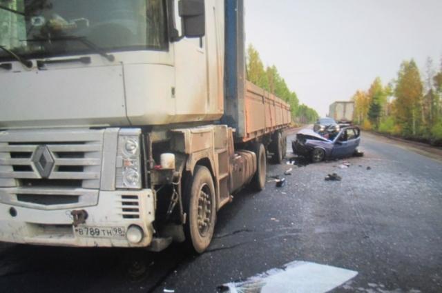 Два человека погибли в ДТП.