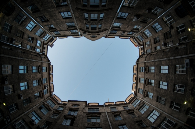 Знаменитые дворы-колодцы Петербурга завораживают.