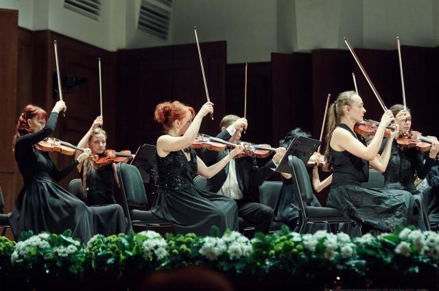 Главная площадка фестиваля- Большой зал Новосибирской филармонии