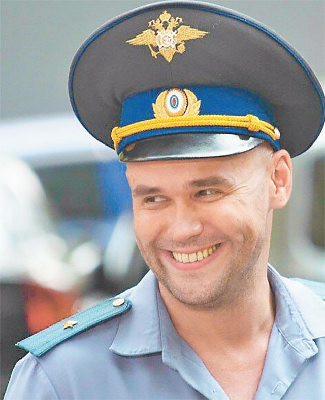 Герой Максима Аверина  в фильме «Глухарь» по воле сценаристов сериала оказался в Митине.