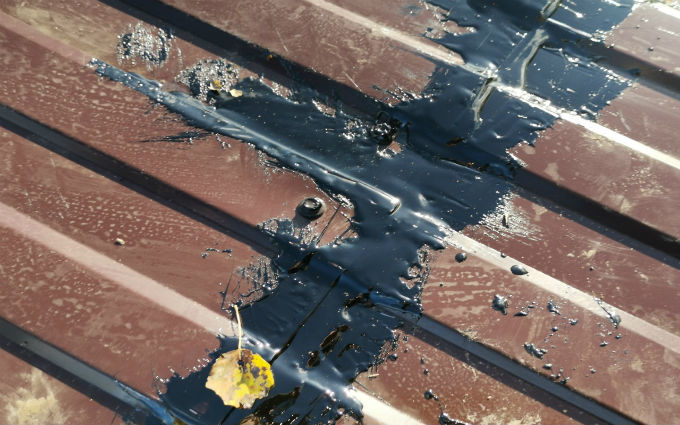 Крышу не состыковали и залили спецсмесью.