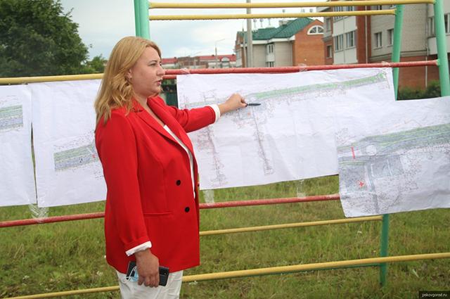 Елена Полонская на встрече с жителями