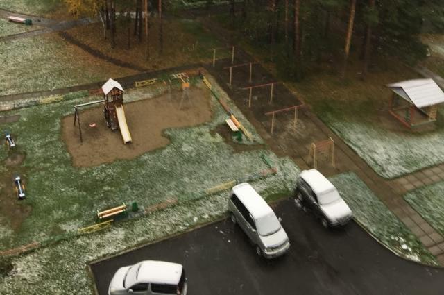 Снег выпал утром.