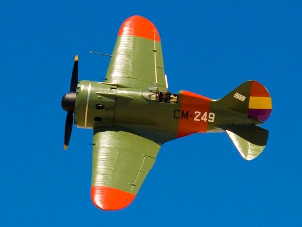 И-16 с опознавательными знаками Испанской республики