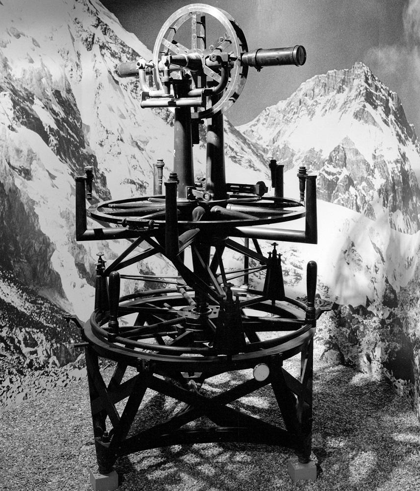 Теодоли́т измерительный прибор, которым пользовался Джордж Эверест