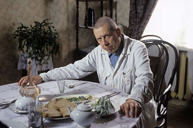 Валерий Золотухин в роли Никанора Босого.