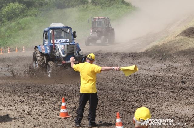 В гонке тракторов 2016 году участвовало 29 механизаторов.