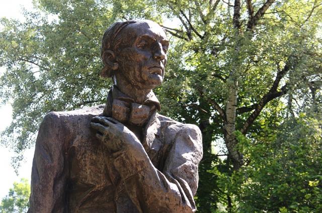 Памятник Ф.И. Тютчеву в Овстуге.