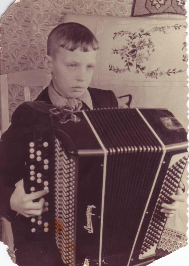 Валерий Павлов - ученик музыкальной школы по классу баяна.