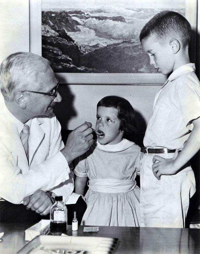 Альберт Сэбин (1906-1993) - вирусолог, создатель первой живой вакцины против полиомиелита.