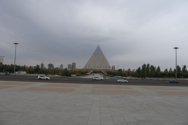 Казахстанская «Пирамида» - третье здание в мире, лифты которого расположены по диагонали.