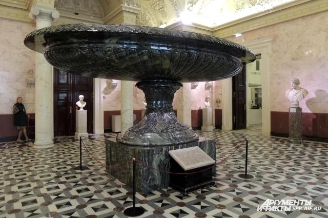 Колыванская ваза весом 19 тонн является самой большой в мире.