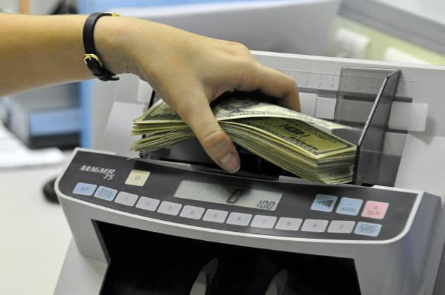 Обмен валюты в банковской кассе