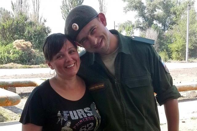 Валентин Волошин с мамой Ольгой Алексеевной в день принятия воинской присяги.