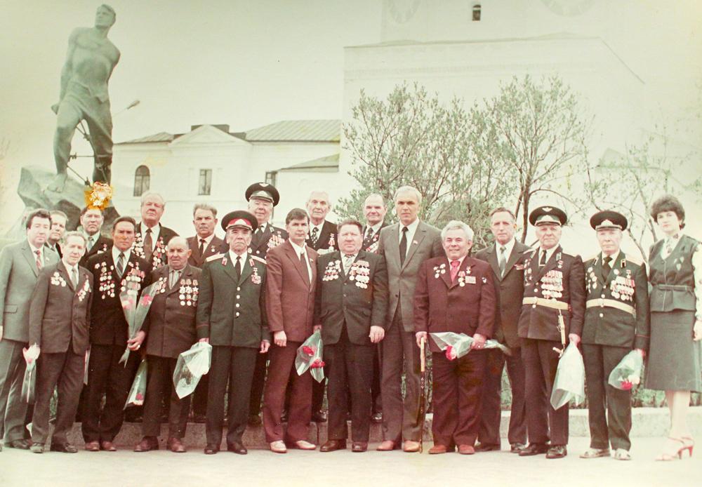 Герои Советского Союза у памятника Мусе Джалилю.