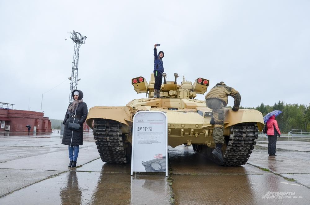 Во время празднования Дня танкиста в Нижнем Тагиле в Сирии впервые привели в боевое действие БМПТ-72, именуемые как «Терминатор» и производимые на «Уралвагонзаводе».