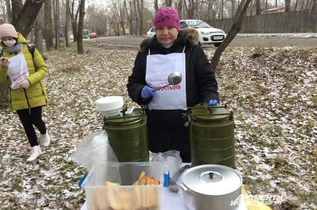 Светлана сама приготовила весь обед для бездомных.