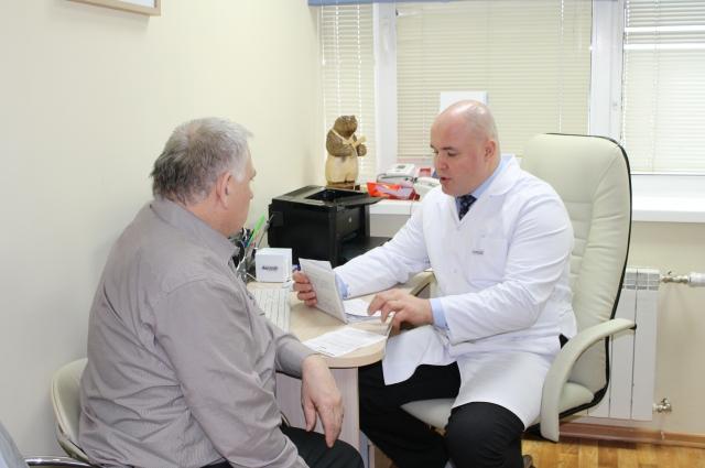 Приём ведёт хирург-онколог Максим Саламахин.