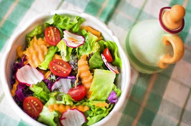 Овощные салаты весной очень полезны.